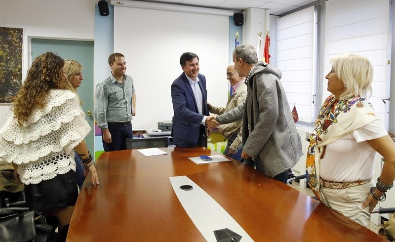 """Mañanes destaca la """"excelente"""" labor de la comisión médica cántabra en los campamentos del Sáhara"""
