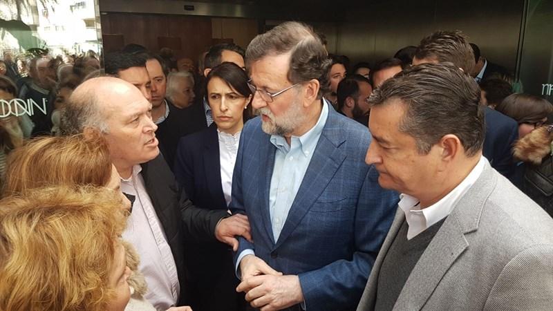 """Familia adoptiva de Maloma pide a Rajoy en Sevilla que """"no se olvide"""" de la joven y su bebé"""