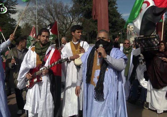 El pueblos saharaui 🇪🇭 organiza manifestación histórica en la plaza de la sede d…