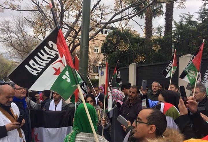 Concentración ante la embajada marroquí en apoyo a los presos políticos saharaui…