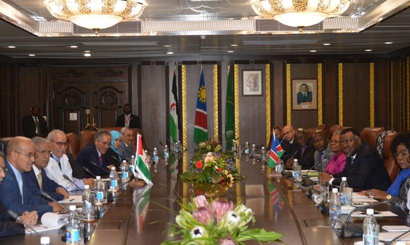 El Jefe del Estado Brahim Ghali mantiene un encuentro con el presidente de Namibia