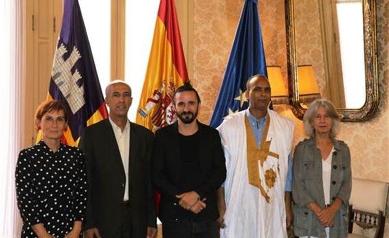 Picornell recibe en audiencia al diputado saharaui Mohamed Mahmun con el fin de «mantener viva» su causa