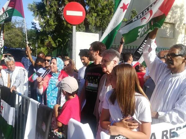 Cronica «Concentración Embajada de Marruecos» Lectura comunicado por Javier Bardem (video) – CEAS-Sahara