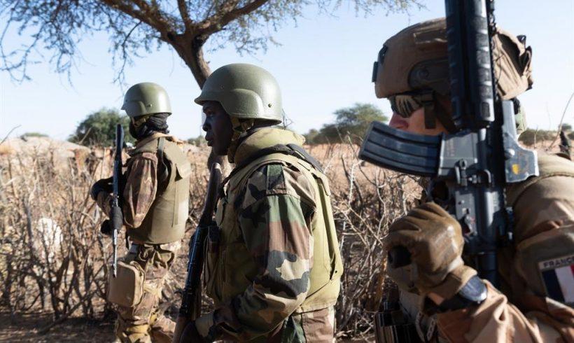 Francia asegura haber dado «un duro golpe» a Estado Islámico en nuevas operaciones en Burkina Faso