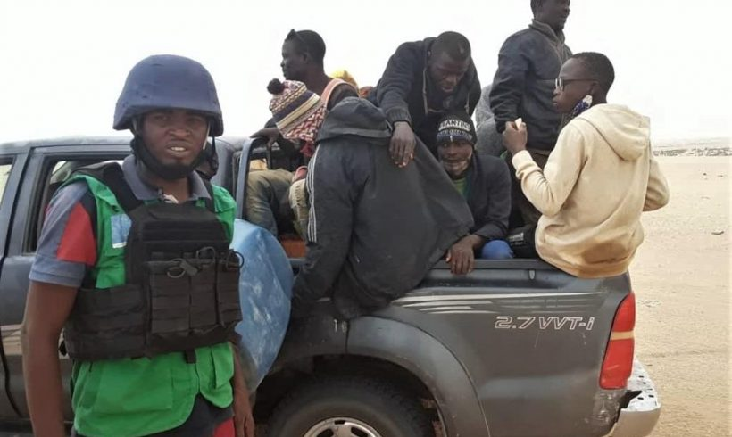 Localizados abandonados en el desierto del Sáhara 83 migrantes que se dirigían a Libia