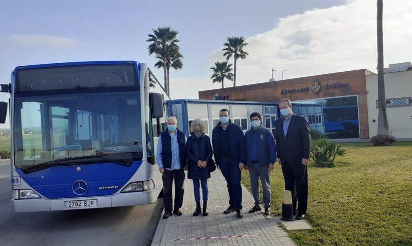 La EMT entrega un bus a la Asociación de Amigos del Pueblo Saharaui