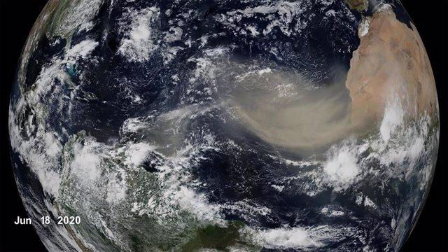 Invasión de polvo sahariano a través del Atlántico en 2020
