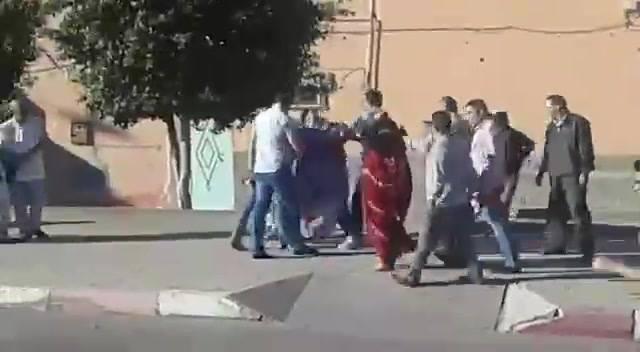 La población Saharaui de El Aaiun ocupado desafía el asedio de las fuerzas de oc…