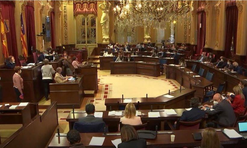 El Parlament pide al Gobierno que reconozca la nacionalidad española de los nacidos en el Sahara entre 1959 y 1975